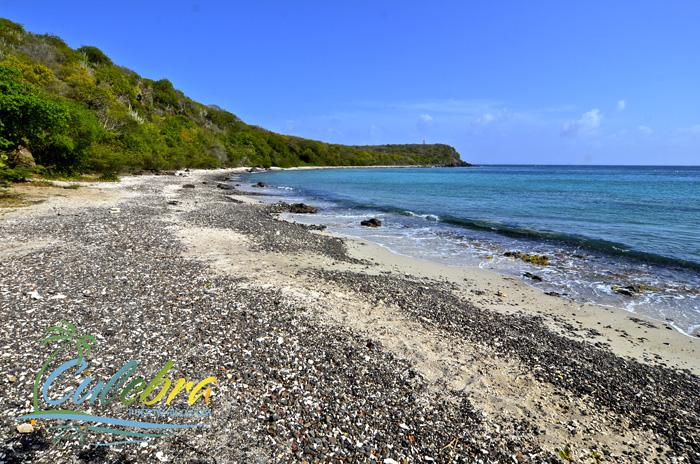 playa-punta-soldado-culebra-isla-puerto-rico-left